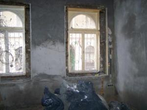Ablakok lakásfelújítás előtt.