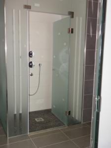 Épített zuhany